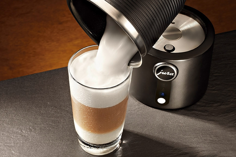 how to use la cafetiere milk frother
